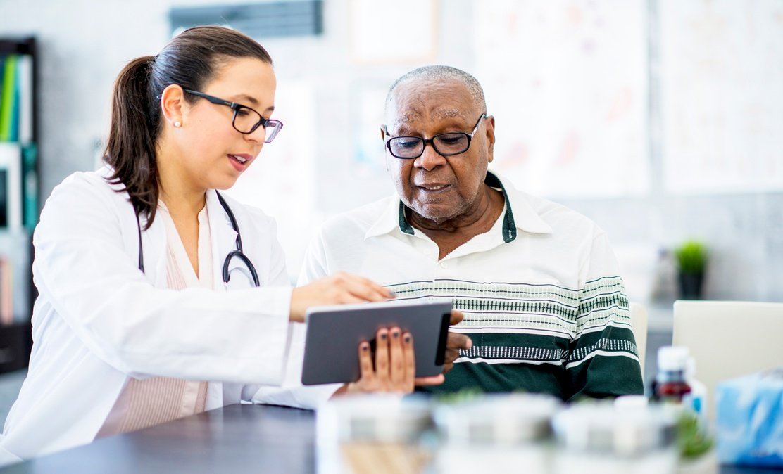 KORE_Social_Responsibility_Healthcare_Doctor_with_patient_and_tablet-1